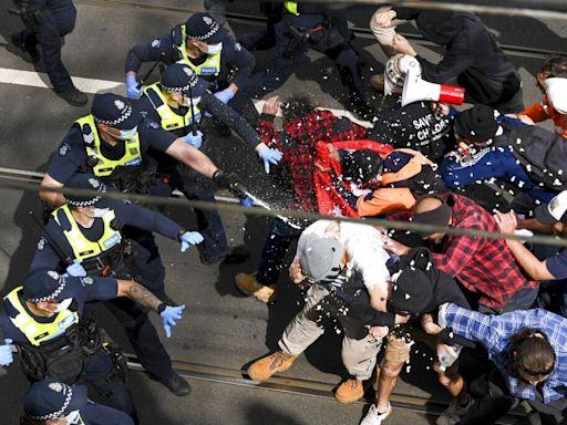 澳洲反疫情封鎖示威近3百人被捕 幾名警員受傷 - RTHK