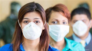 美疾控中心要求已接種疫苗人士於疫情嚴重地區室內戴口罩