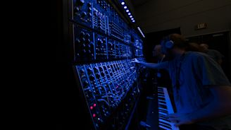 Synthplex Conference Draws 2,500 Electronic Music Enthusiasts to Burbank