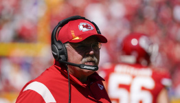Report: Andy Reid leaves stadium in ambulance, Chiefs players told he should be OK