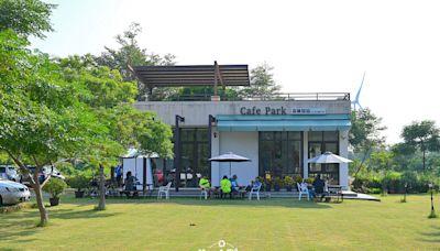 苗栗竹南龍鳳漁港旁的寵物友善餐廳~光悅咖啡,寬敞舒適大草原適合發呆吹海風
