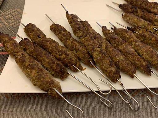 【裴社長廚房手記144】埃及烤羊肉串 閃著鑽石光芒的市井美食