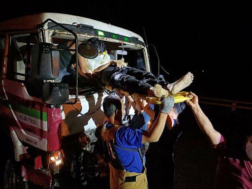回收車與拖板車擦撞4傷 1人OHCA送搶救