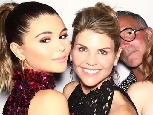 """Lori Loughlin's Daughters Are Living Through a """"Nightmare"""" With Both Parents in Prison"""