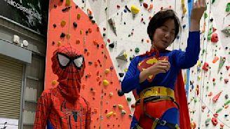 瞄準孩童攀岩市場 Dapro祭出親子Cosplay蜘蛛人攀岩體驗 - 工商時報