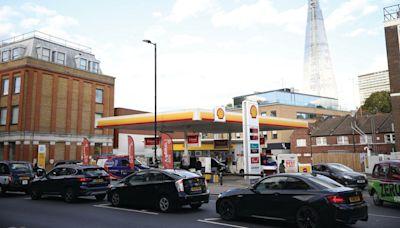英國軍方隨時待命運送燃料 應對能源荒 - 香港經濟日報 - 即時新聞頻道 - 國際形勢 - 環球社會熱點