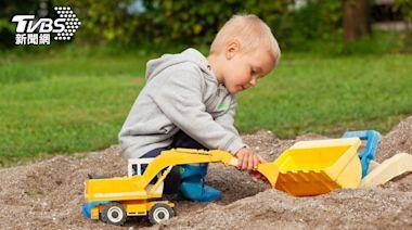 噁!小孩玩沙挖到保險套、針頭 家長氣炸│TVBS新聞網
