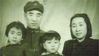 見色忘妻 林彪跟參謀長追美女險動武(組圖) - - 紅朝歲月