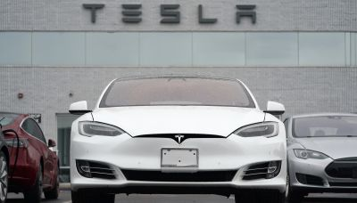 NTSB: Tesla owner got into driver's seat before deadly crash