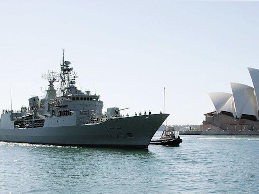 英航母戰鬥群兩三周內抵達南海 澳戰艦隨行