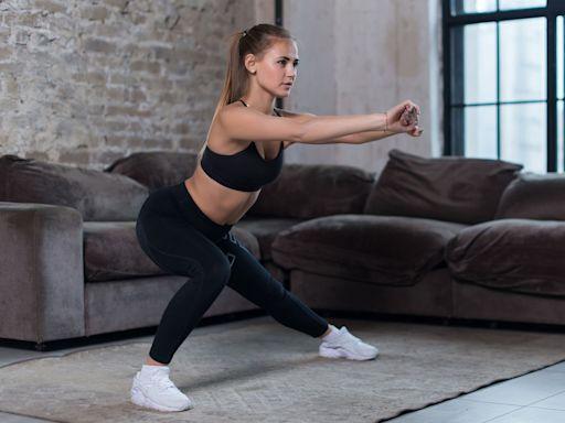 專業教練:「漸進式深蹲」最適合居家健身新手!5個「深蹲」動作教戰,實作一週「瘦大腿」成果超明顯!