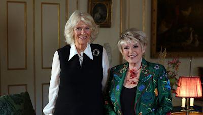 Enseñemos a los jóvenes sobre la osteoporosis, dice la duquesa de Cornualles