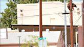 中英對照讀新聞》Bear found stuck on power pole in southern Arizona city 熊被發現卡在亞利桑那州南部城市一根電線桿上