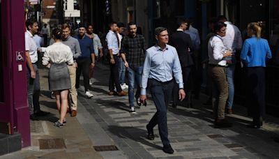 【BNO移民英國】近7成僱主擬加薪 疫情加脫歐難請人 - 香港經濟日報 - 即時新聞頻道 - 國際形勢 - 環球經濟金融