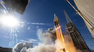 Delta 4 rocket launches NROL-71 spy satellite after a month's worth of delays