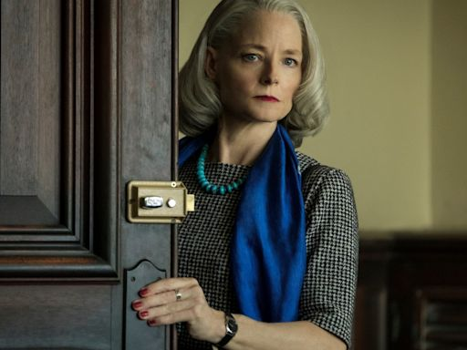 Jodie Foster makes a powerful (and stylish) case for going grey