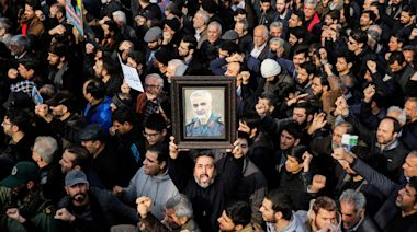 Funeral in Iran, protests in Venezuela, Australia bushfires: Week in Photos, Jan. 10