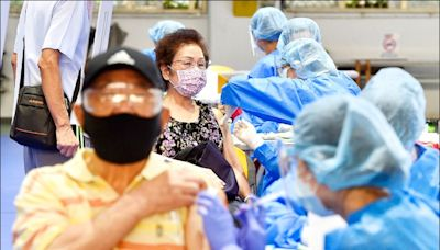 莫德納第2劑 70歲以上造冊接種/副作用較明顯 持續發燒48小時、呼吸困難快就醫