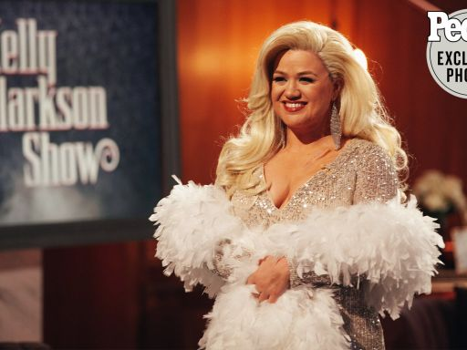 See Kelly Clarkson — and Her Show! — Get a Death Becomes Her Transformation for Halloween