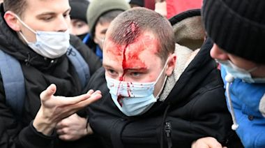 Alexei Navalny: Tens of thousands protest across Russia