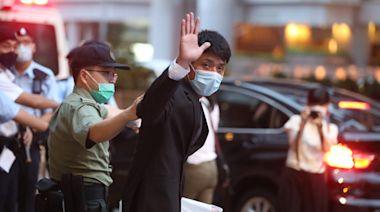 47民主派被控︱鄒家成今獲高院批准保釋 庭外堅定謂:壞時代是好作品的溫床 | 蘋果日報