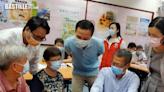 陳茂波落區探長者 籲「睇定啲」再選擇消費券申請平台   政事