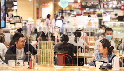 台北市再放寬餐飲內用 親友聚餐免梅花座隔板