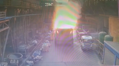 影/驚悚爆炸影片曝光!豐興鋼鐵廠爐渣車行進中突爆炸