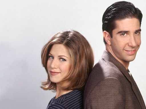 Jennifer Aniston Reveals the Funny Way She Learned About the David Schwimmer Dating Rumors