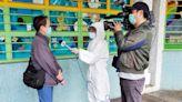 【亨泰樓疫情】電視台記者穿全套保護衣訪問街坊