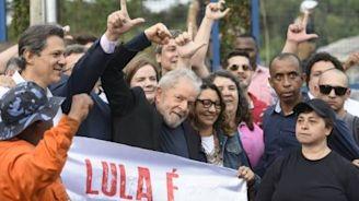 Lula liefert sich nach Freilassung sofort heftigen Schlagabtausch mit Bolsonaro