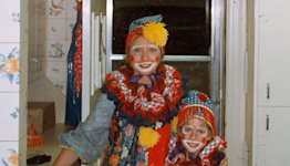 Chelsea Clinton Shares Throwback Halloween Photo for Mom Hillary's 74th Birthday