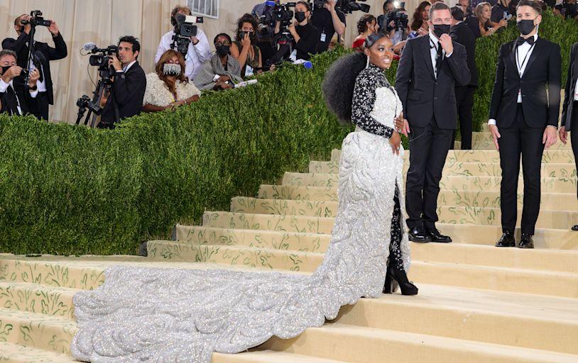 Simone Biles's Met Gala 2021 Dress Was So Intricate Six Men Had to Help Carry It