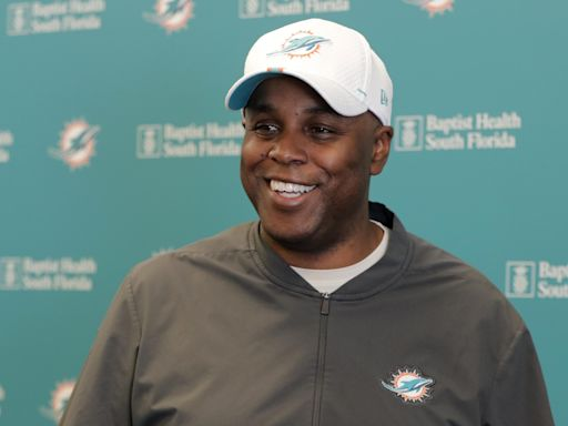 Another Round 1 NFL draft trade? Dolphins GM Chris Grier will 'look at our options'
