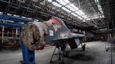 俄羅斯網紅潛入廢棄戰機工廠 看到組裝一半的米格29