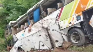 甘肅平涼段高速大巴側翻 導致十三死四十七傷