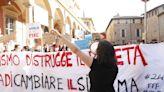 """Sciopero per il clima, un migliaio in corteo. L'urlo dei ragazzi di Bologna: """"Alziamo la voce perché la politica non ci ascolta"""""""
