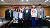 林瀚彰、林鈺娗兄妹都是職業棋士 鄭文燦︰短短7年就晉升很難得
