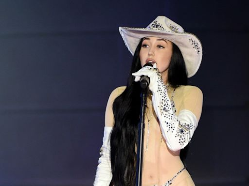 Noah Cyrus Rocks Sexy Bedazzled Bodysuit for 2020 CMT Awards Performance with Jimmie Allen