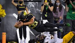 No. 9 Oregon holds off tenacious California 24-17