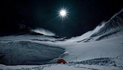 明月照耀喜馬拉雅山,網民:能感受空氣的冷 - DCFever.com