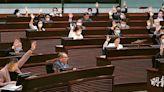 首無公眾諮詢 政改通過香港迎變 建制否認立會淪橡皮圖章 民主派批倒退