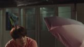 《海岸村恰恰恰》金宣虎幫申敏兒撐的漸層雨傘大爆紅,原來品牌是這間