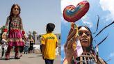 3米高敘利亞女童人偶長征8000公里 行經8國盼難民兒童獲關注[影]