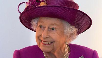 La reina Isabel II no acudió a misa y continúa su descanso