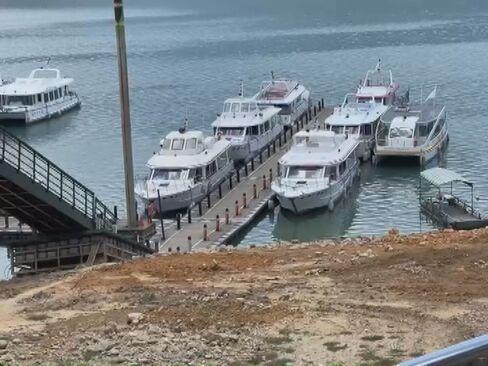 因應發電放水 日月潭水位降釀船擱淺