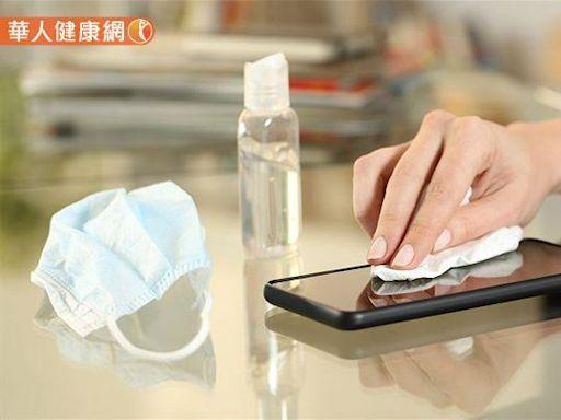 幫手機消毒不能直接噴酒精!5大廠牌公告官方消毒指南,避免手機成為防疫破口