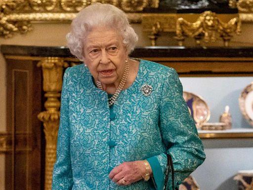 La reina Isabel II pasó la noche del miércoles en el hospital