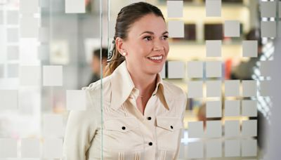 Sutton Foster says goodbye to 7 seasons of Younger and discusses that iconic final throwback