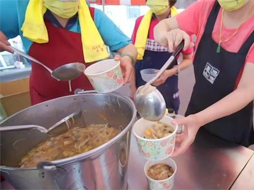 第一次走大甲媽遶境 韓國女孩狂被餵:好像街頭吃到飽